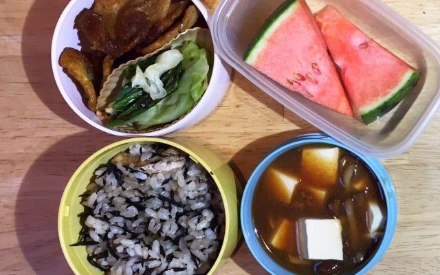 ひじきご飯、大豆ミートのカレー焼きほか
