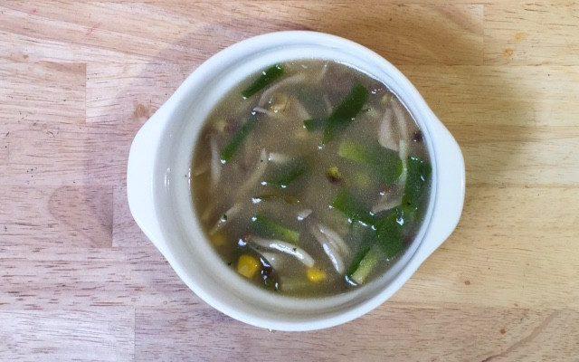 しめじ、コーン、葉野菜のバター風味スープ