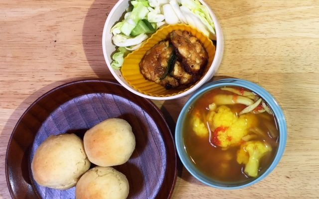ピーマンの高野豆腐詰め、夏野菜カレースープほか
