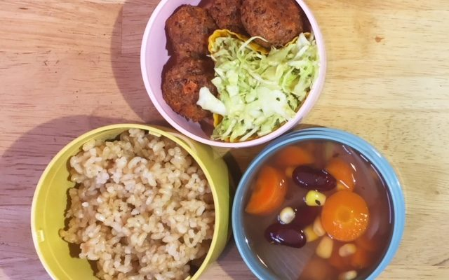 豆と豆腐のコロッケ、アボカド入りコールスローほか