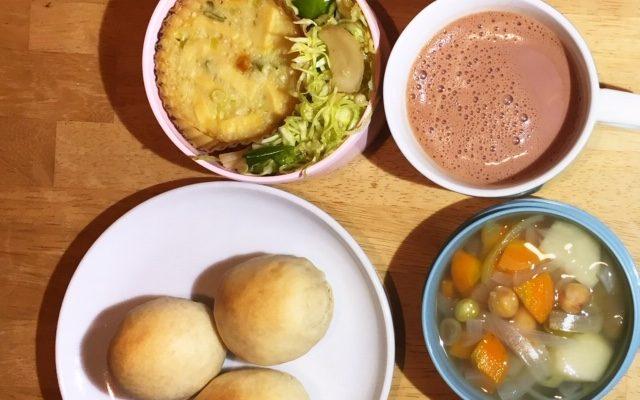 シンプルパン、豆たくさんスープほか